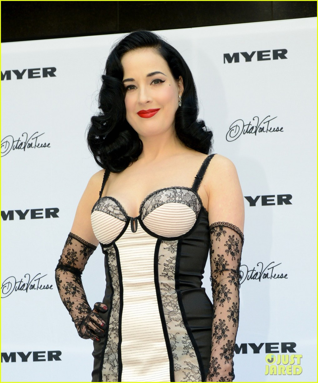 dita von teese debuts new lingerie collection in melbourne 08