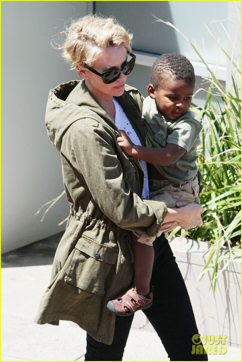 charlize theron mad max fury road gets release date 043000637