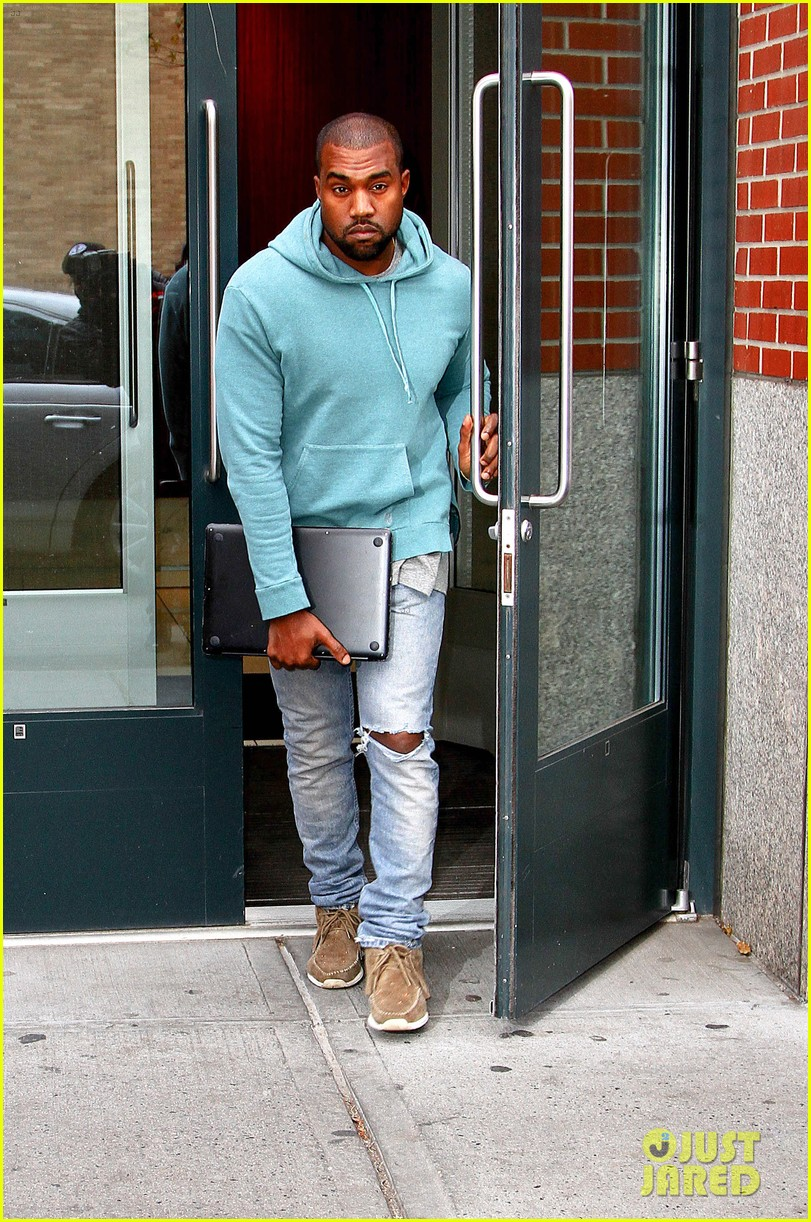 kanye west steps out after zappos responds to comments 01