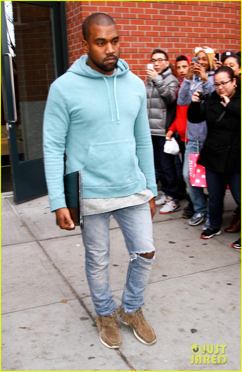 kanye west steps out after zappos responds to comments 032997492
