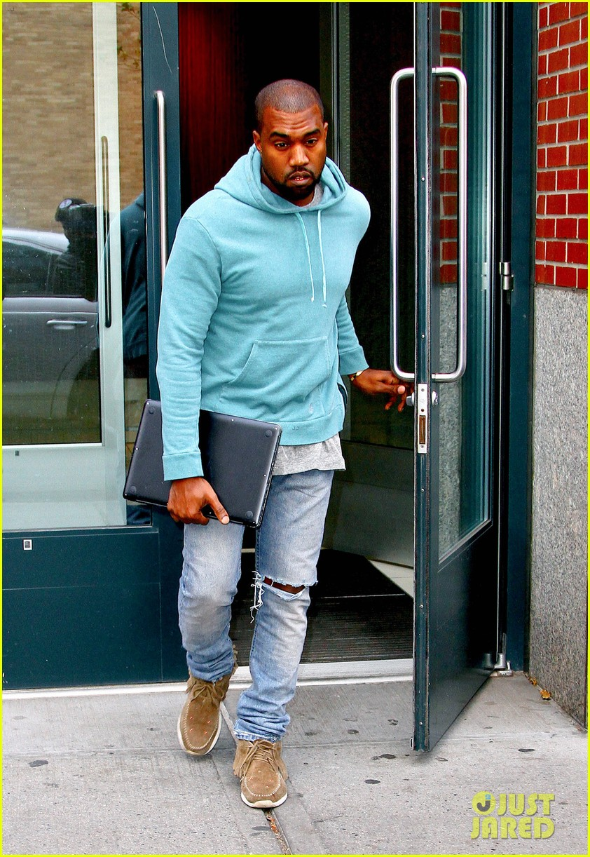 kanye west steps out after zappos responds to comments 102997499