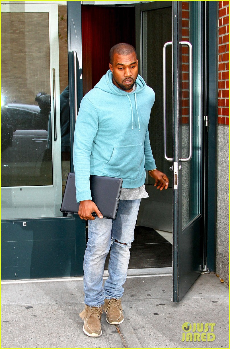 kanye west steps out after zappos responds to comments 15