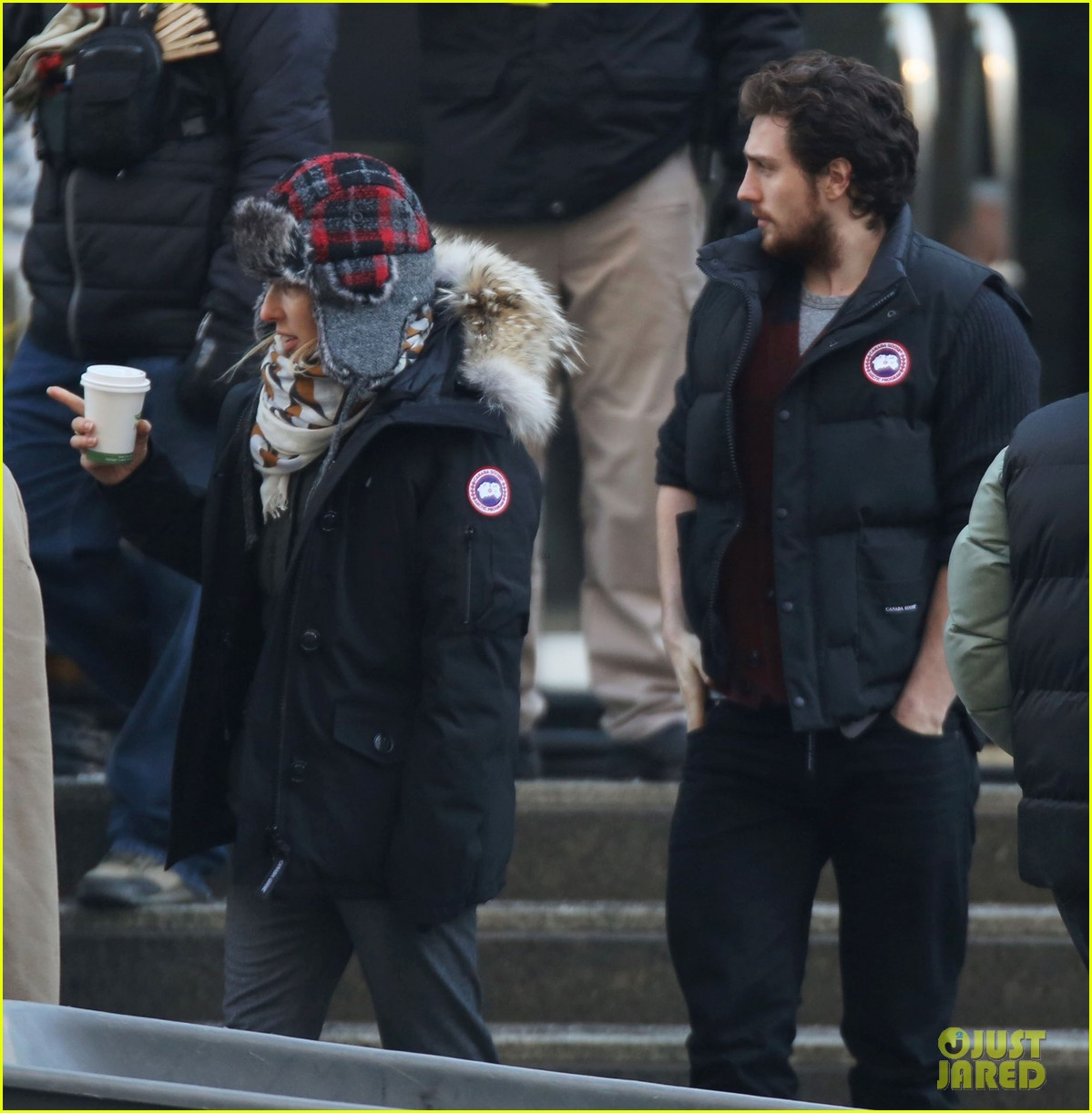 aaron taylor johnson visits wife sam taylor wood on fifty shades set 05