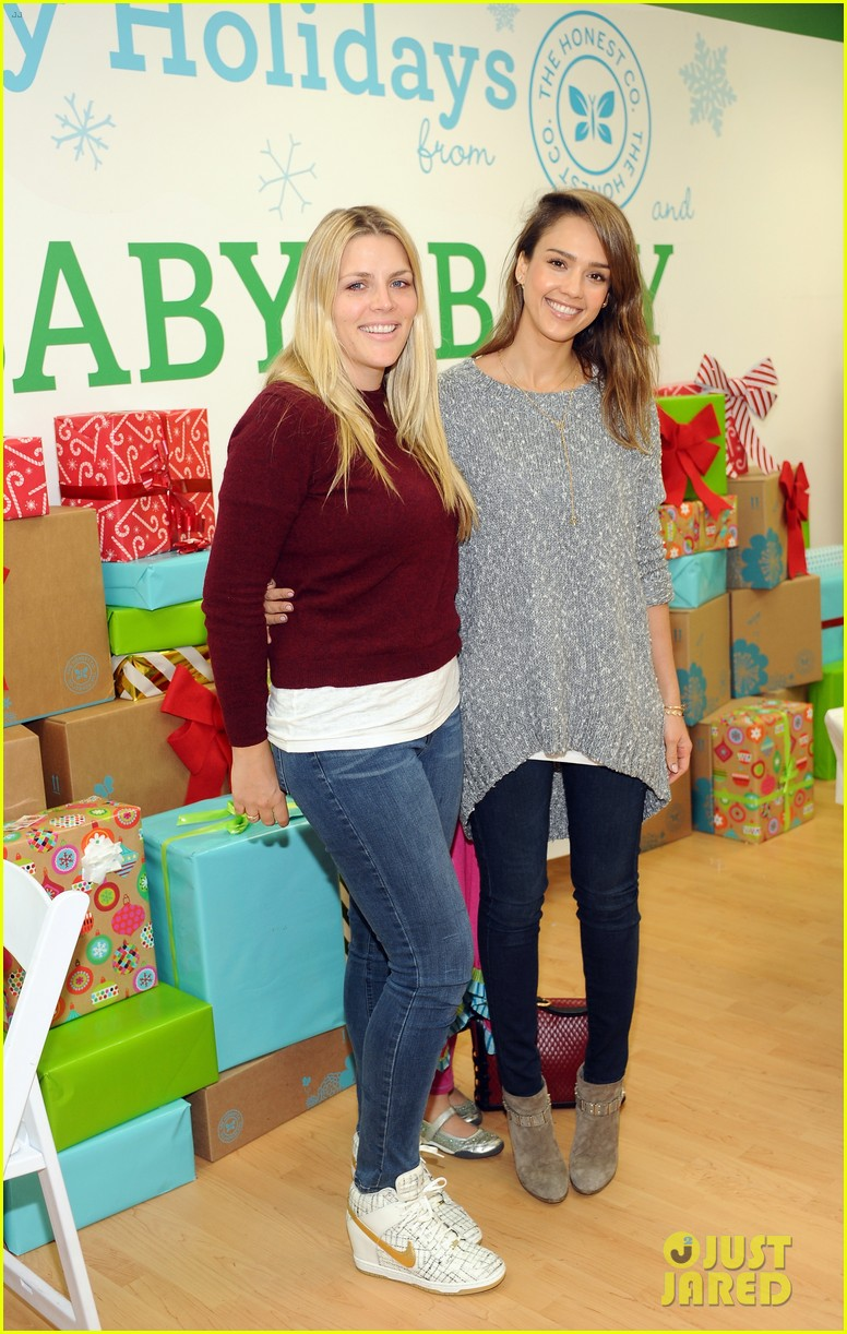jessica alba gwen stefani baby2baby holiday party 083012303