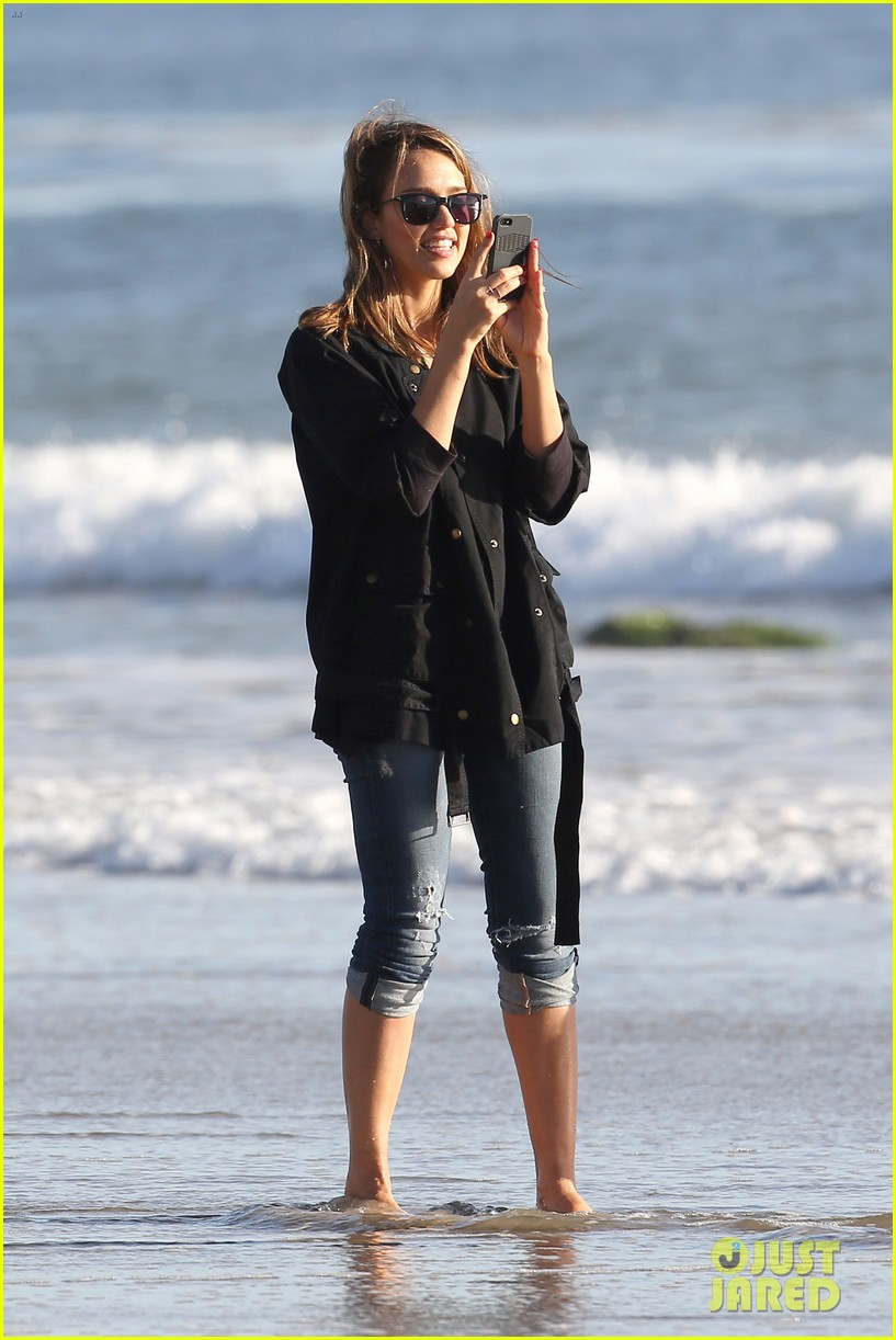 Jessica alba paul walker was 39 so sweet grounded 39 photo for Jessica alba beach pictures