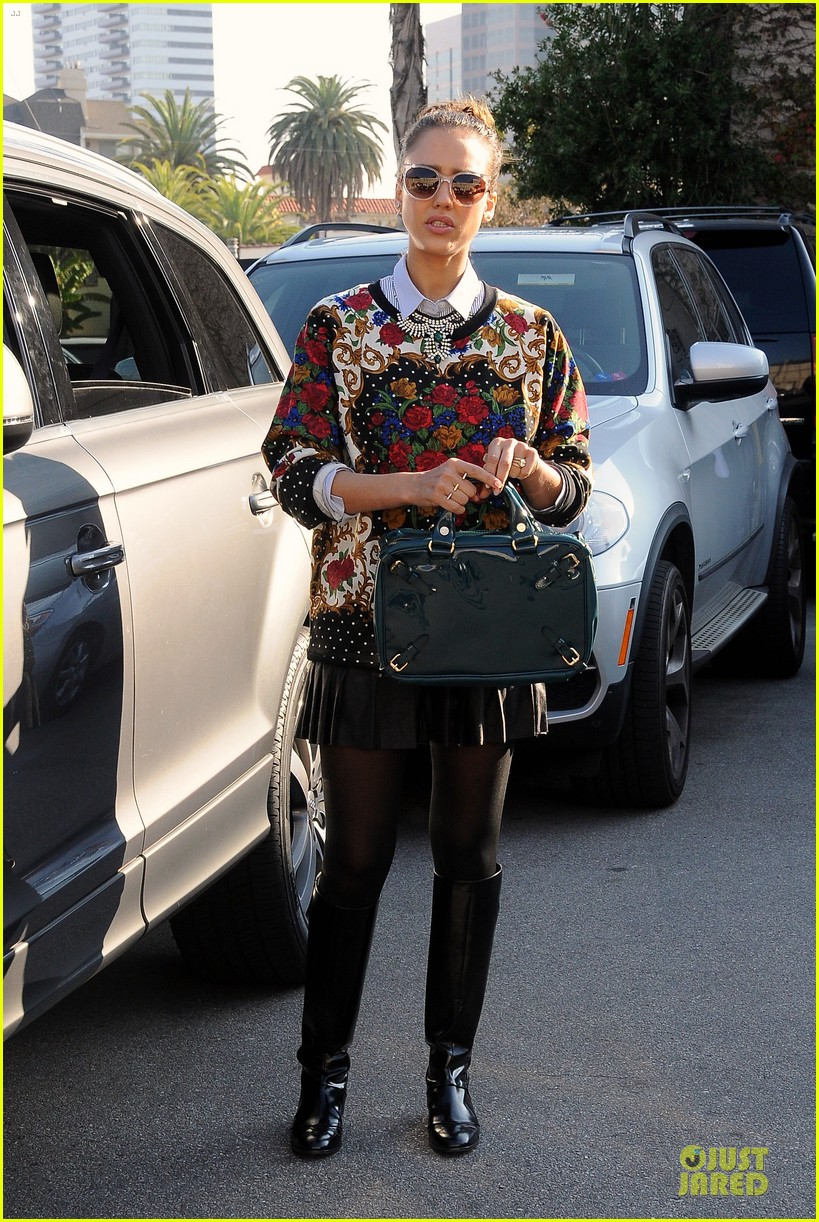 jessica alba floral friday at tavern 083011556