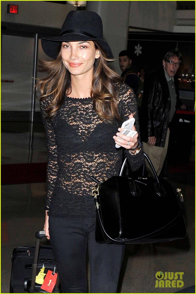 lily aldridge back at lax after quick trip in town 04