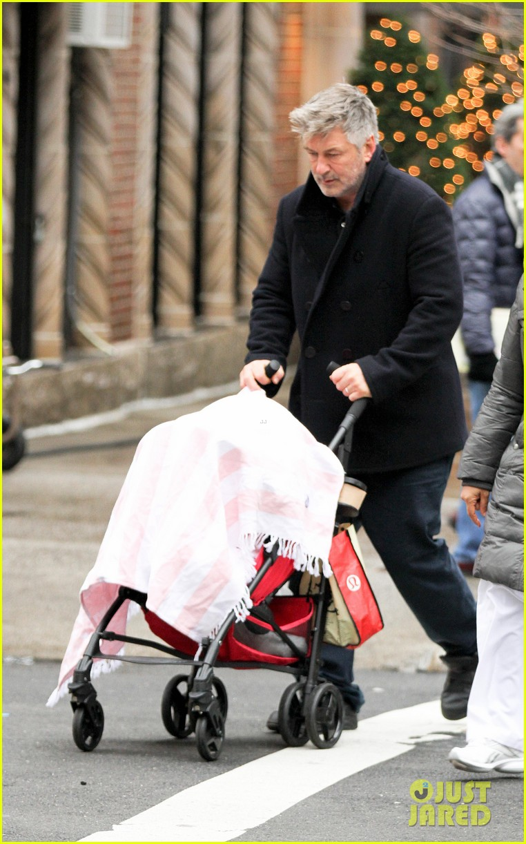 alec baldwin bikes in shorts in freezing new york city 113020510