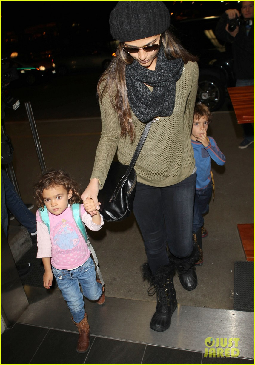 camila alves lands in snowy nyc with the kids 11