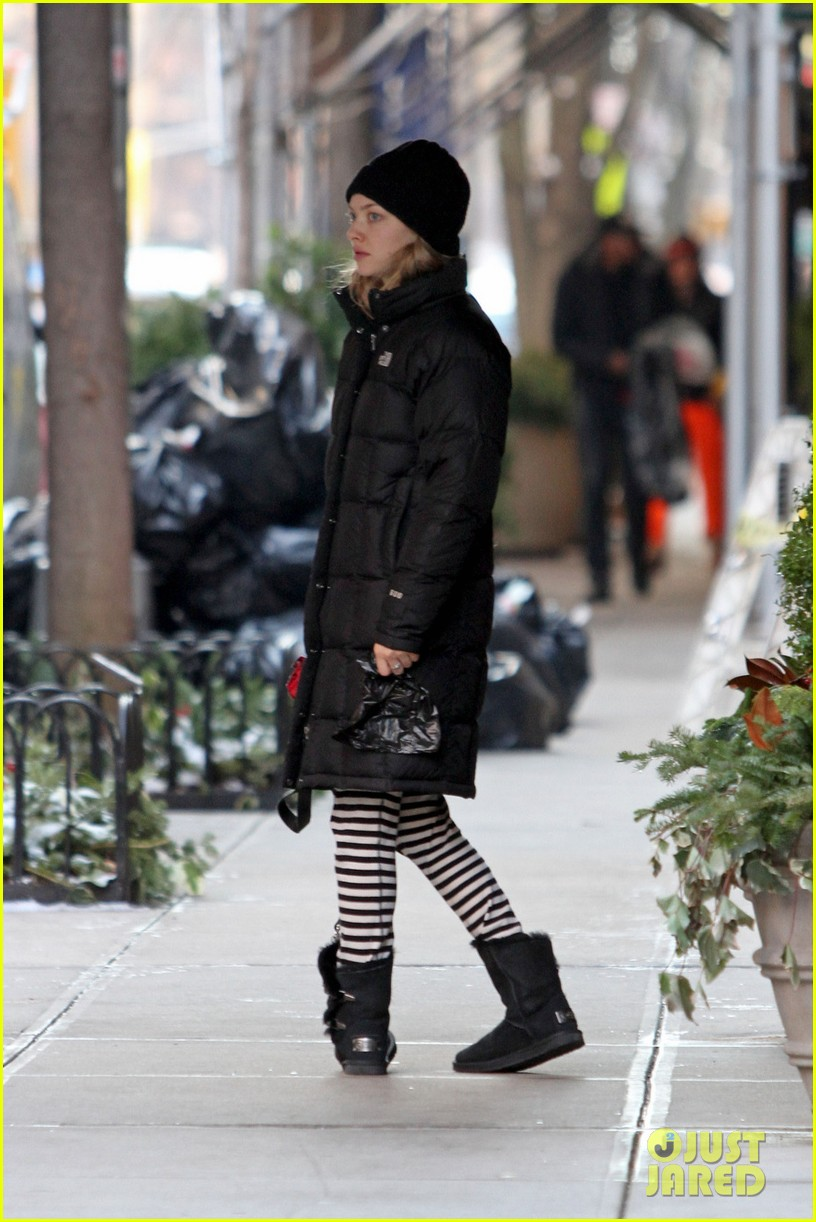 amanda seyfried jogs in the freezing big apple weather 013014908