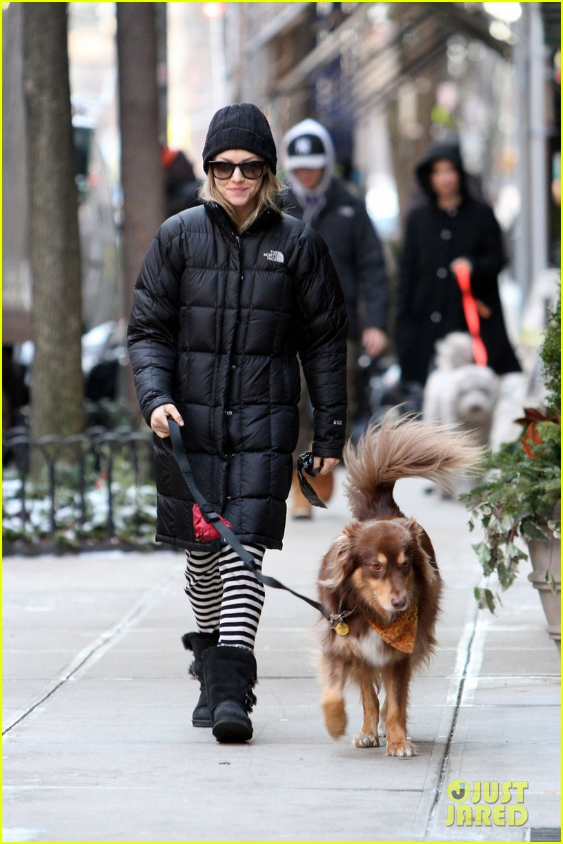 amanda seyfried jogs in the freezing big apple weather 063014913