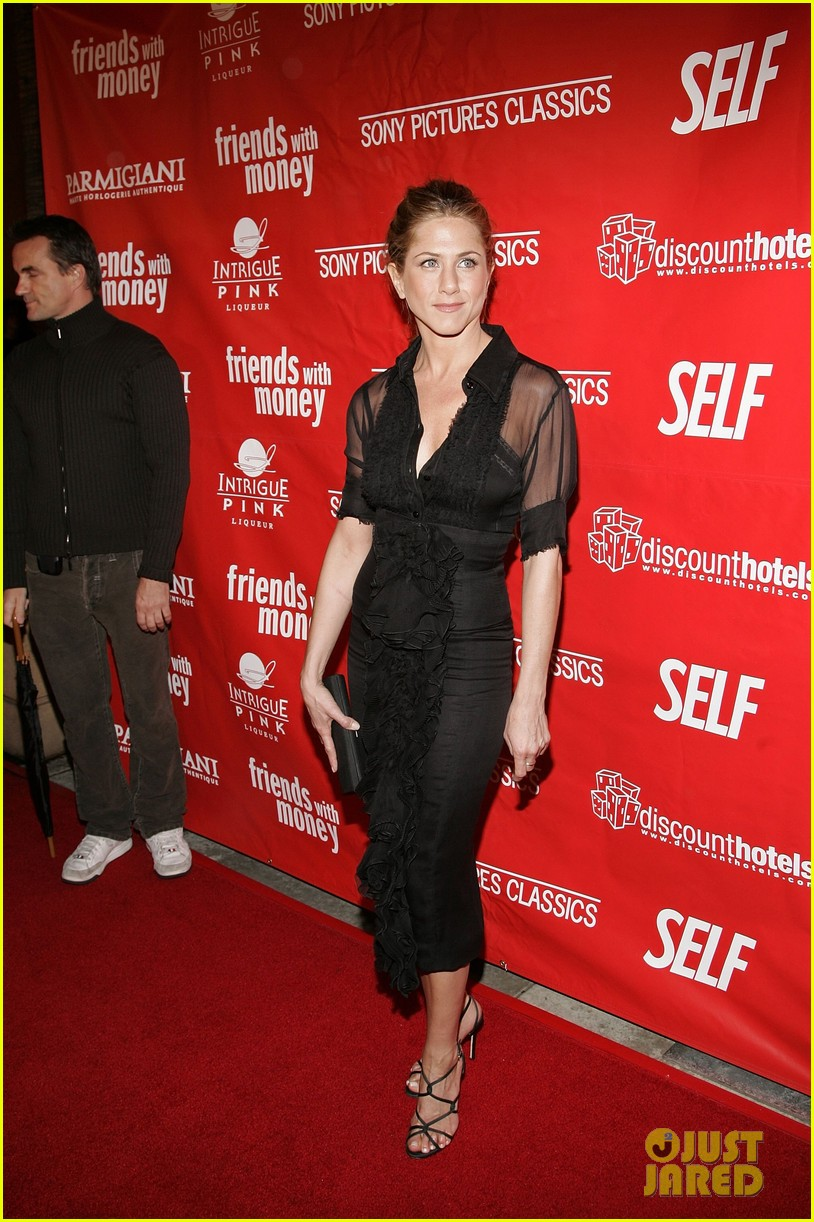 jennifer aniston did not shave her hair real photos here 063017228