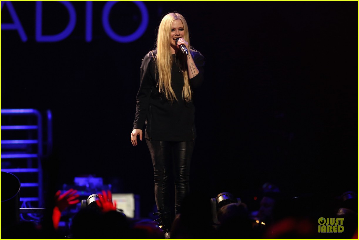 avril lavigne q102 jingle ball 2013 performer 223005135