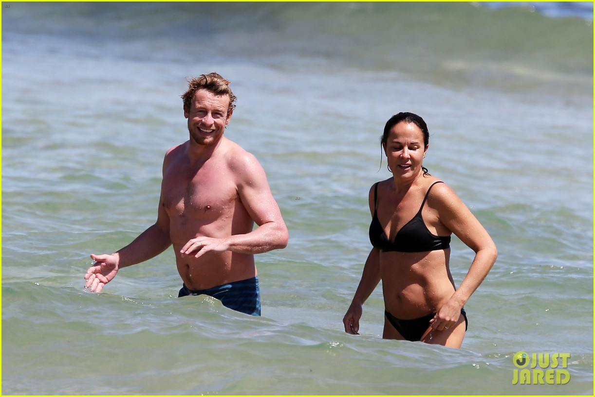 simon baker shirtless beach day with wife rebecca rigg 07