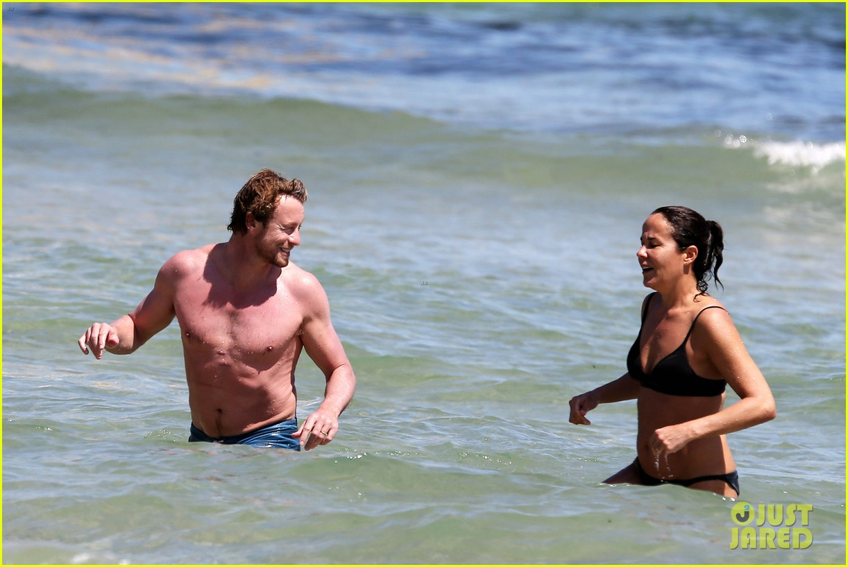 simon baker shirtless beach day with wife rebecca rigg 20