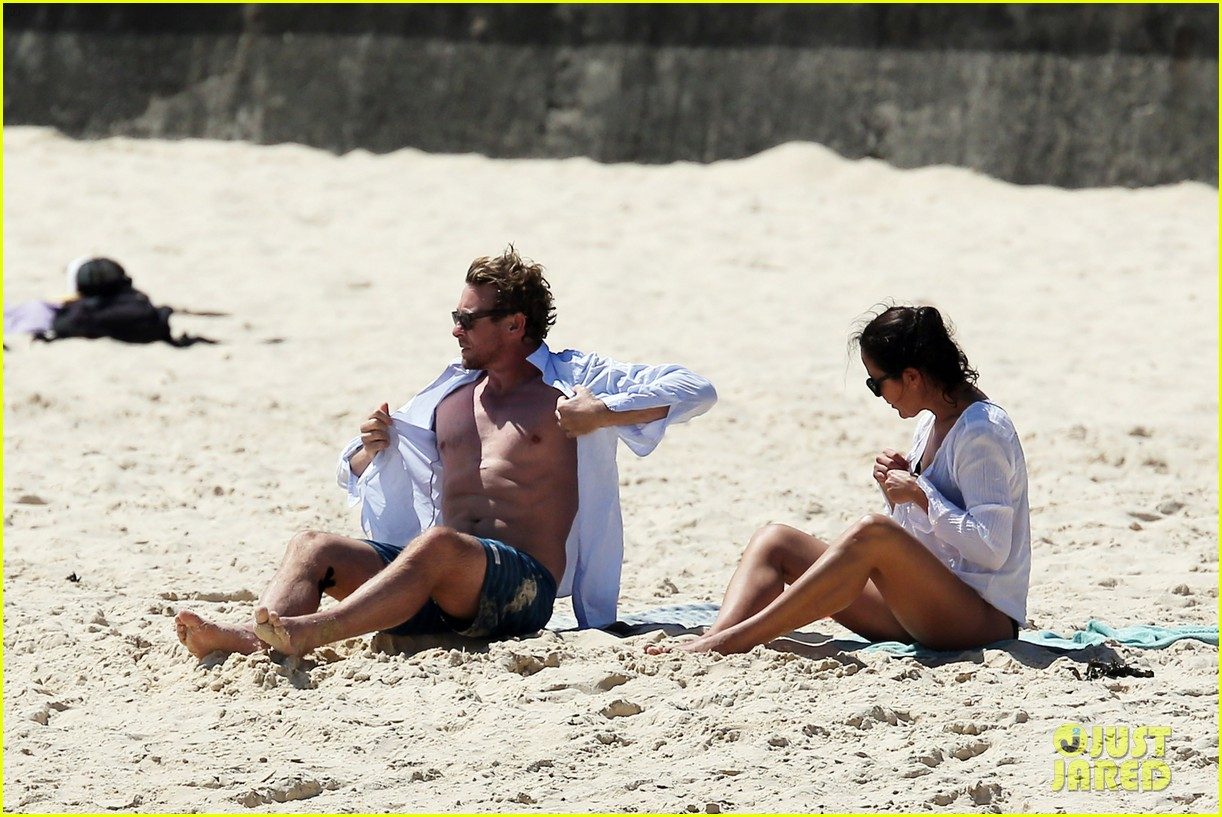 simon baker shirtless beach day with wife rebecca rigg 30