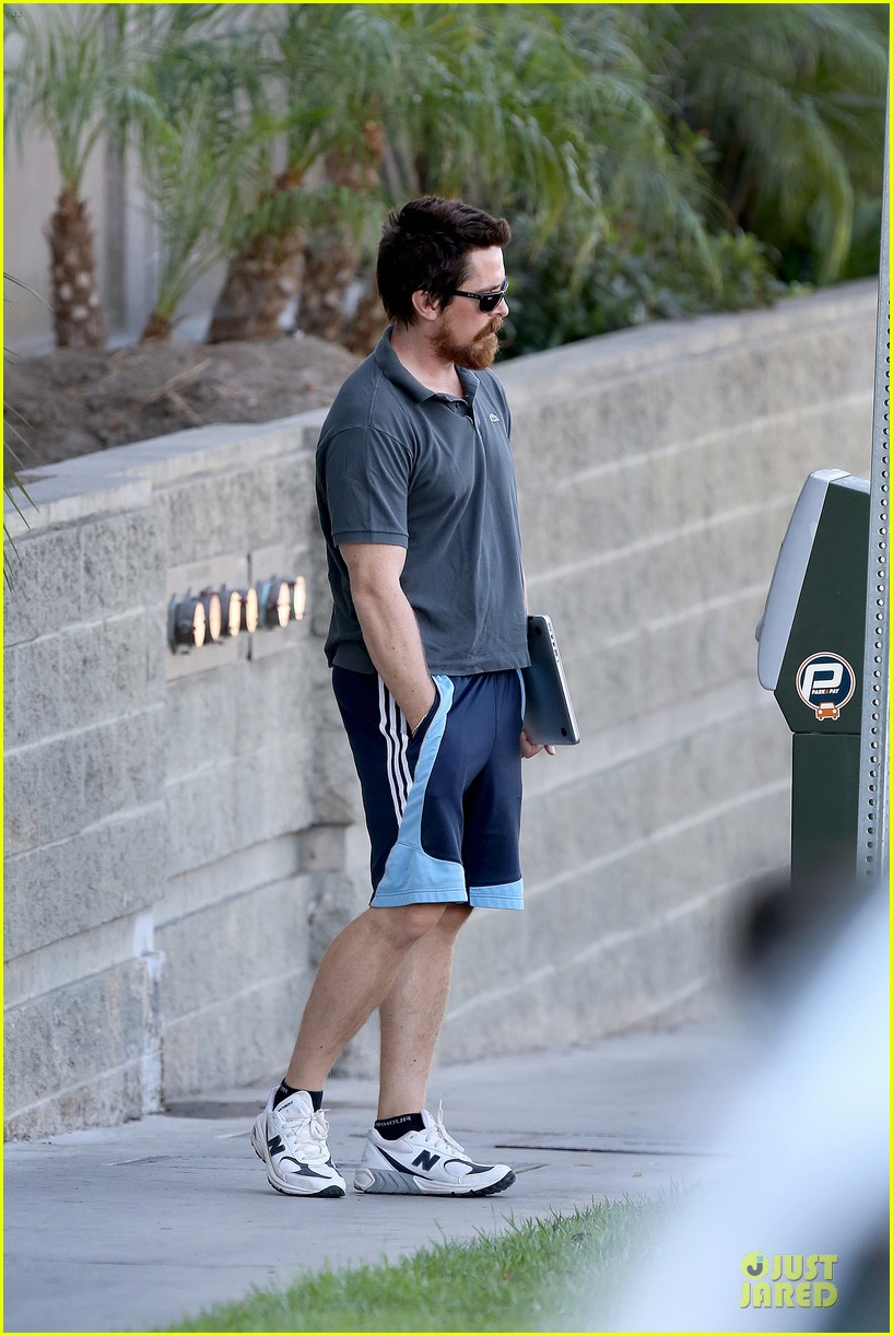 christian bale friday errands with mac 013018980