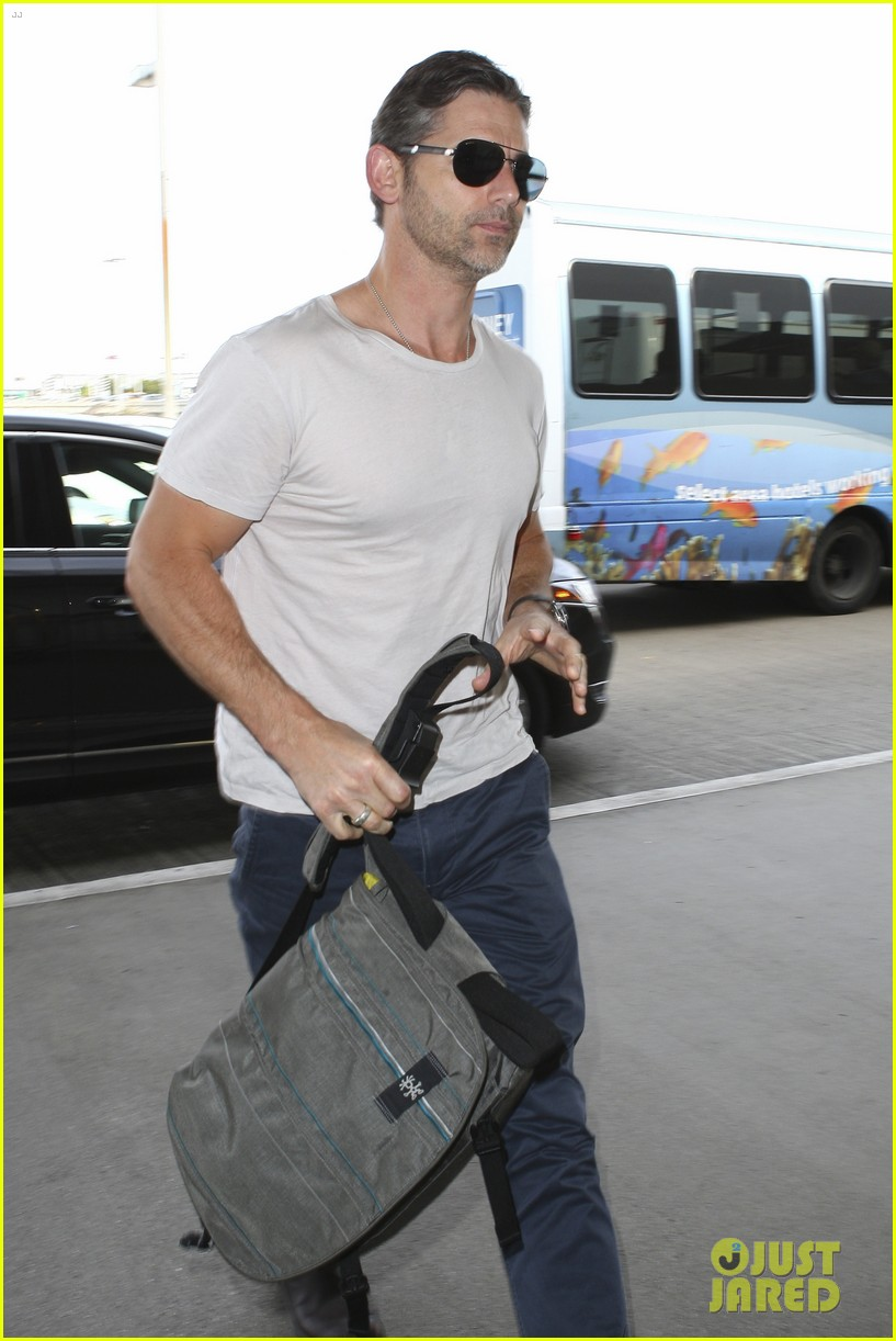 eric bana looks super buff while flying out of los angeles 043003555