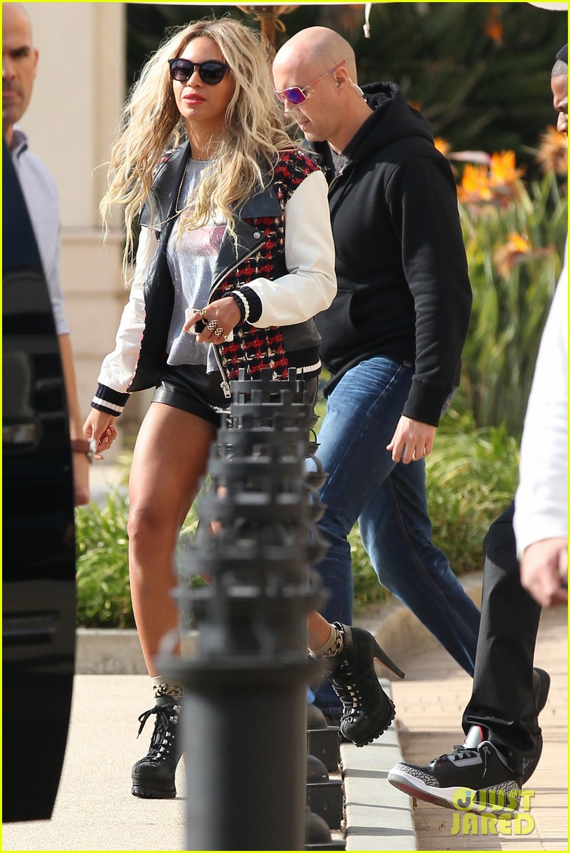 beyonce displays legs for days while shopping with jay z 01