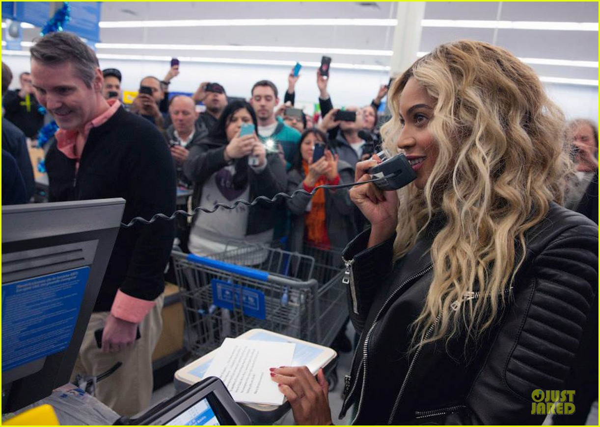 beyonce surprise shopping trip to walmart 103015691