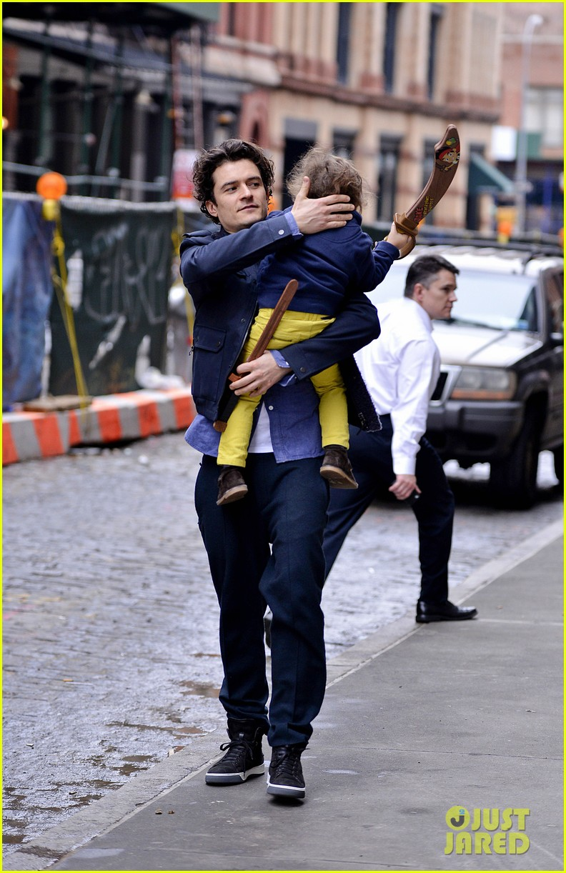 orlando bloom flynn play with toy swords in the big apple 12