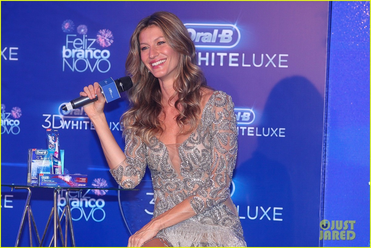 gisele bundchen shares breastfeeding pic before oral b event 12