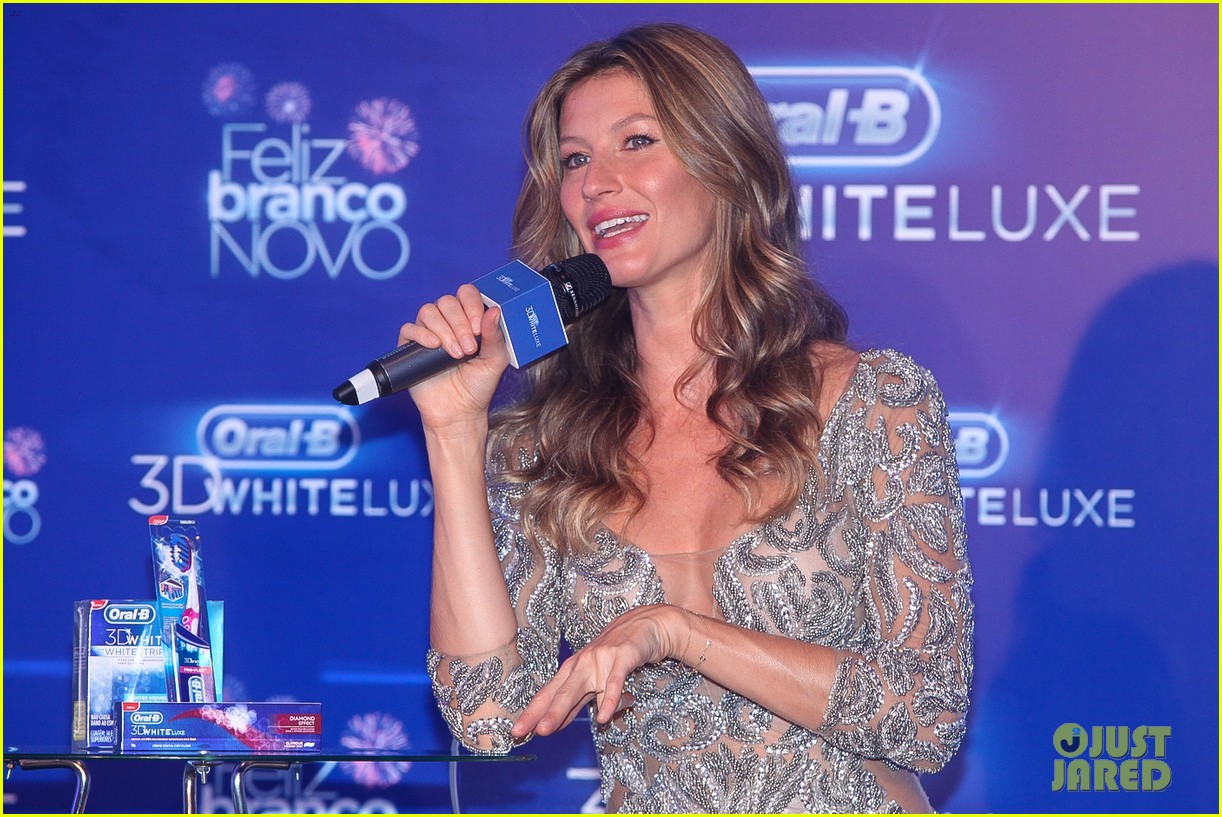 gisele bundchen shares breastfeeding pic before oral b event 22