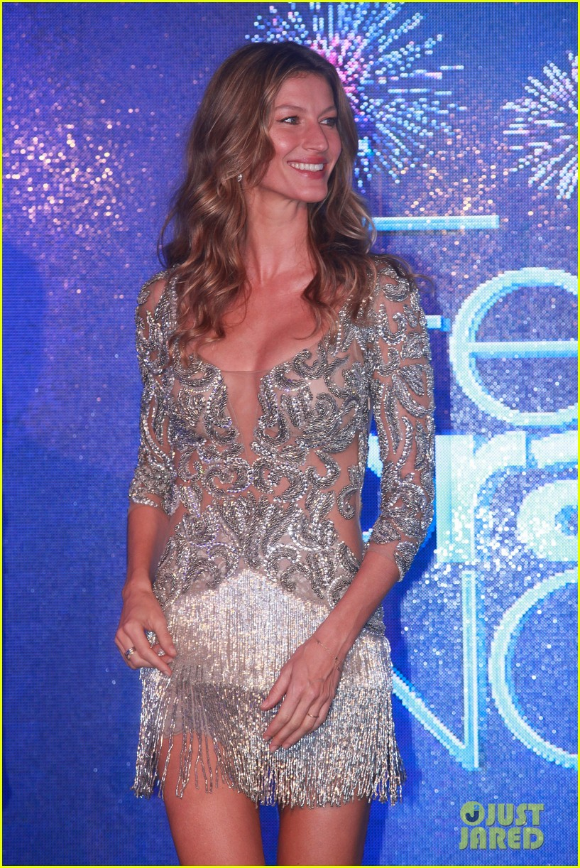 gisele bundchen shares breastfeeding pic before oral b event 28