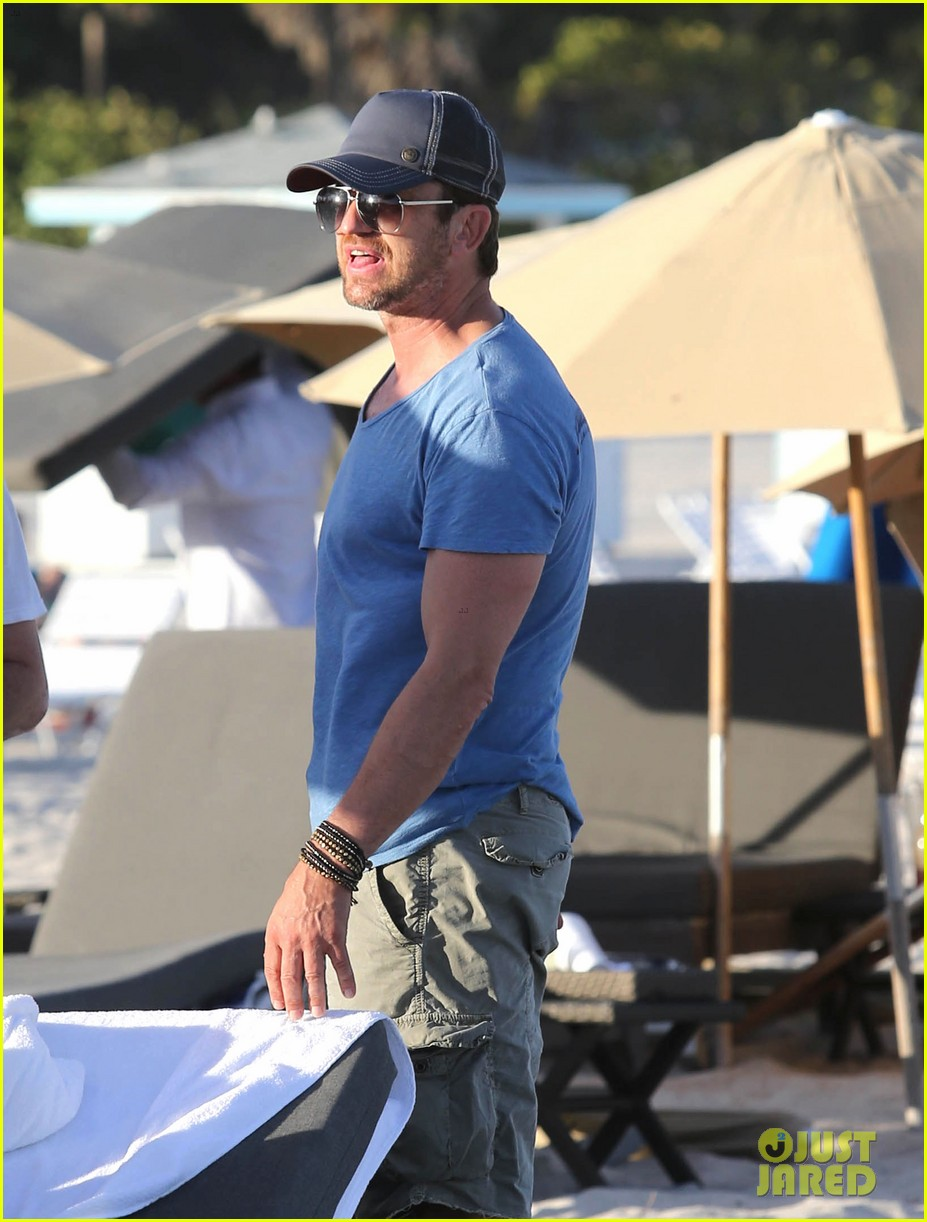 gerard butler kicks back takes photos during golf cart ride 04