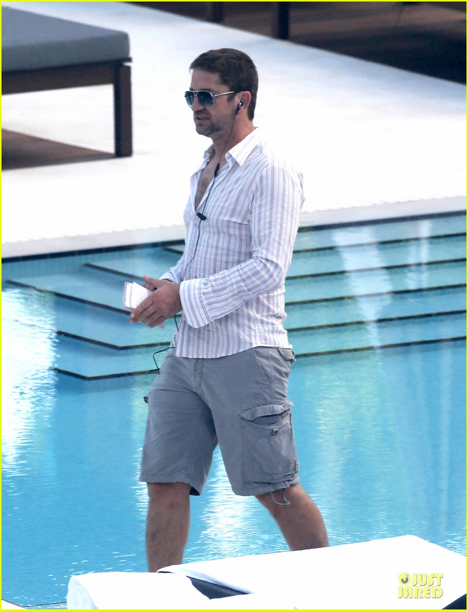 gerard butler relaxes at miami hotel pool with friends 103004333