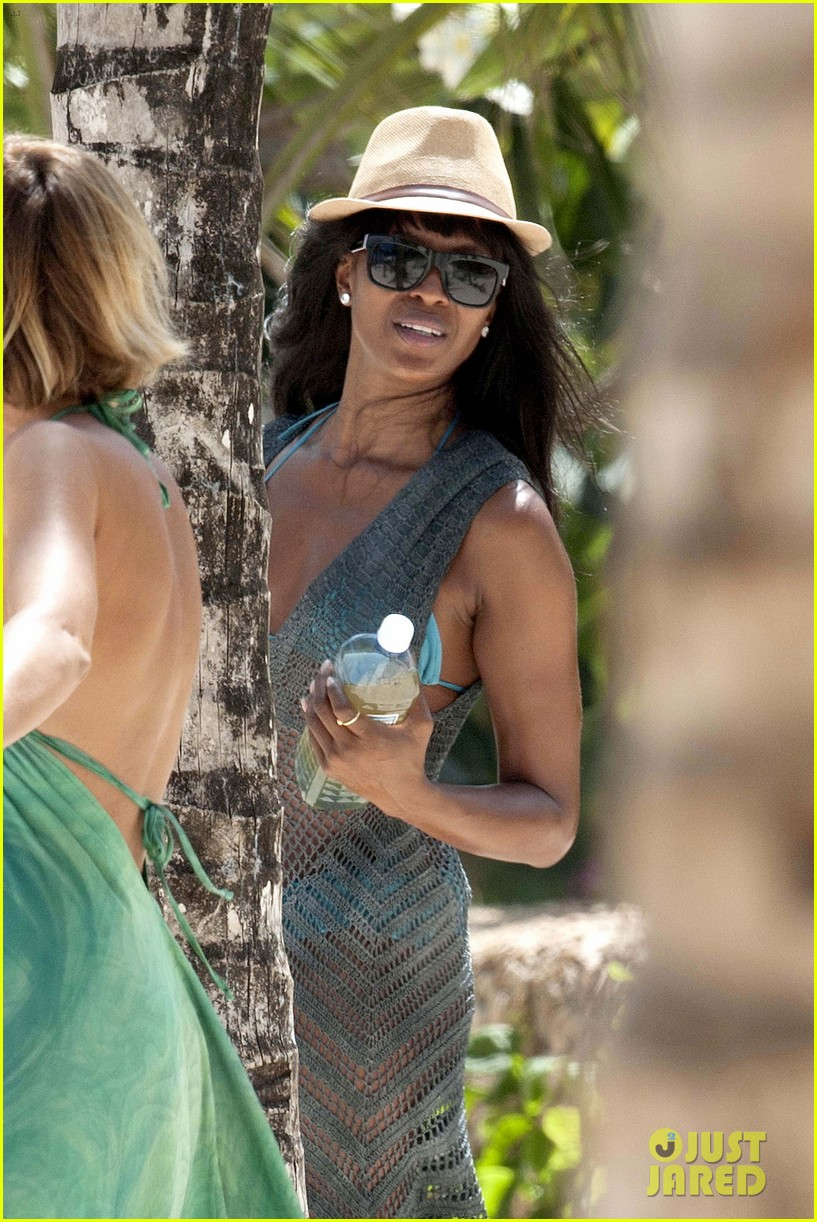 naomi campbell rocks a blue bikini at the beach in kenya 083019308