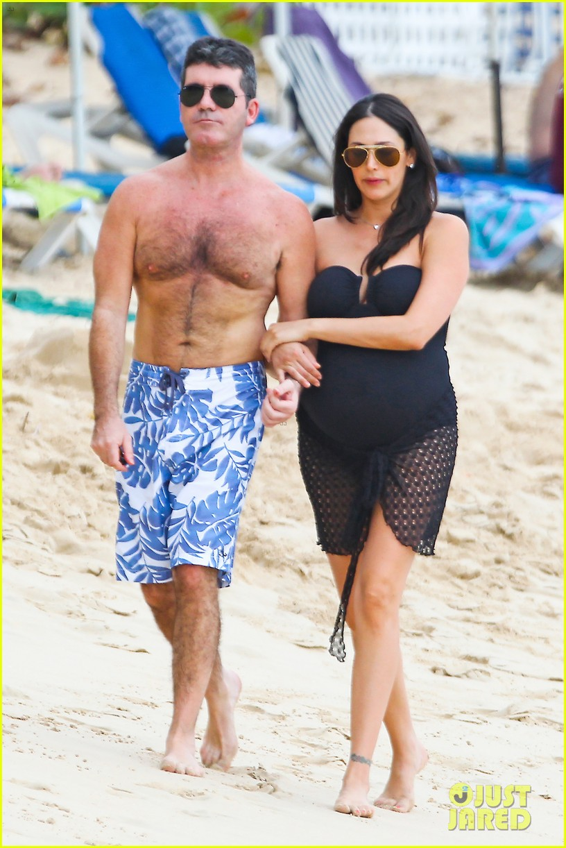 simon cowell shirtless beach stroll with pregnant girlfriend lauren silverman 01