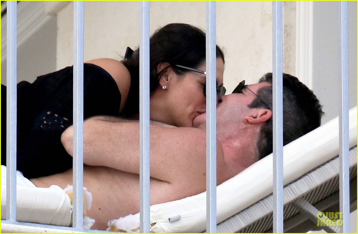 simon cowell lauren silverman kissing cuddling pair 143020081