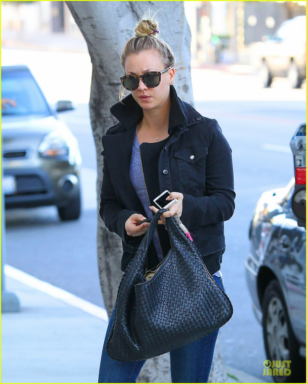 kaley cuoco hair appointment before the new year 023018557