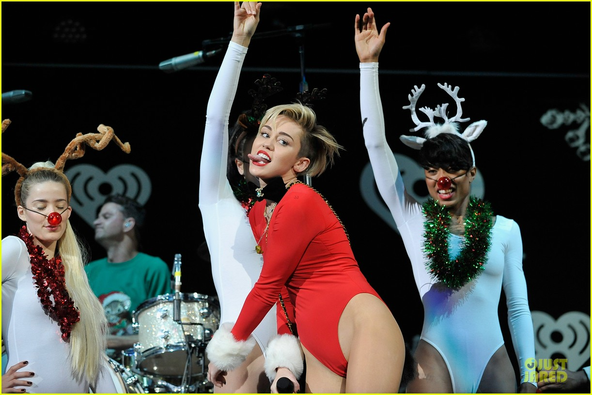 miley cyrus backstage at power 961 jingle ball 2013 11
