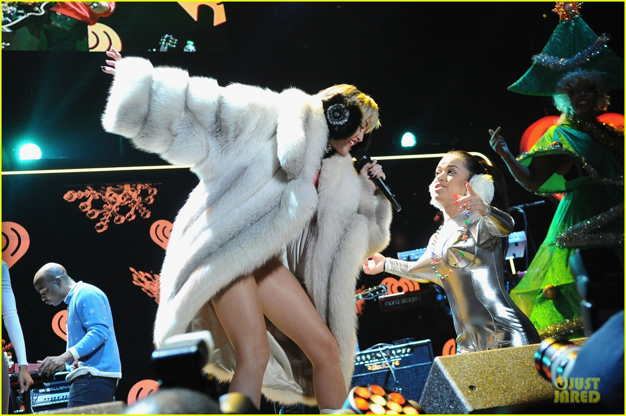 miley cyrus backstage at power 961 jingle ball 2013 22
