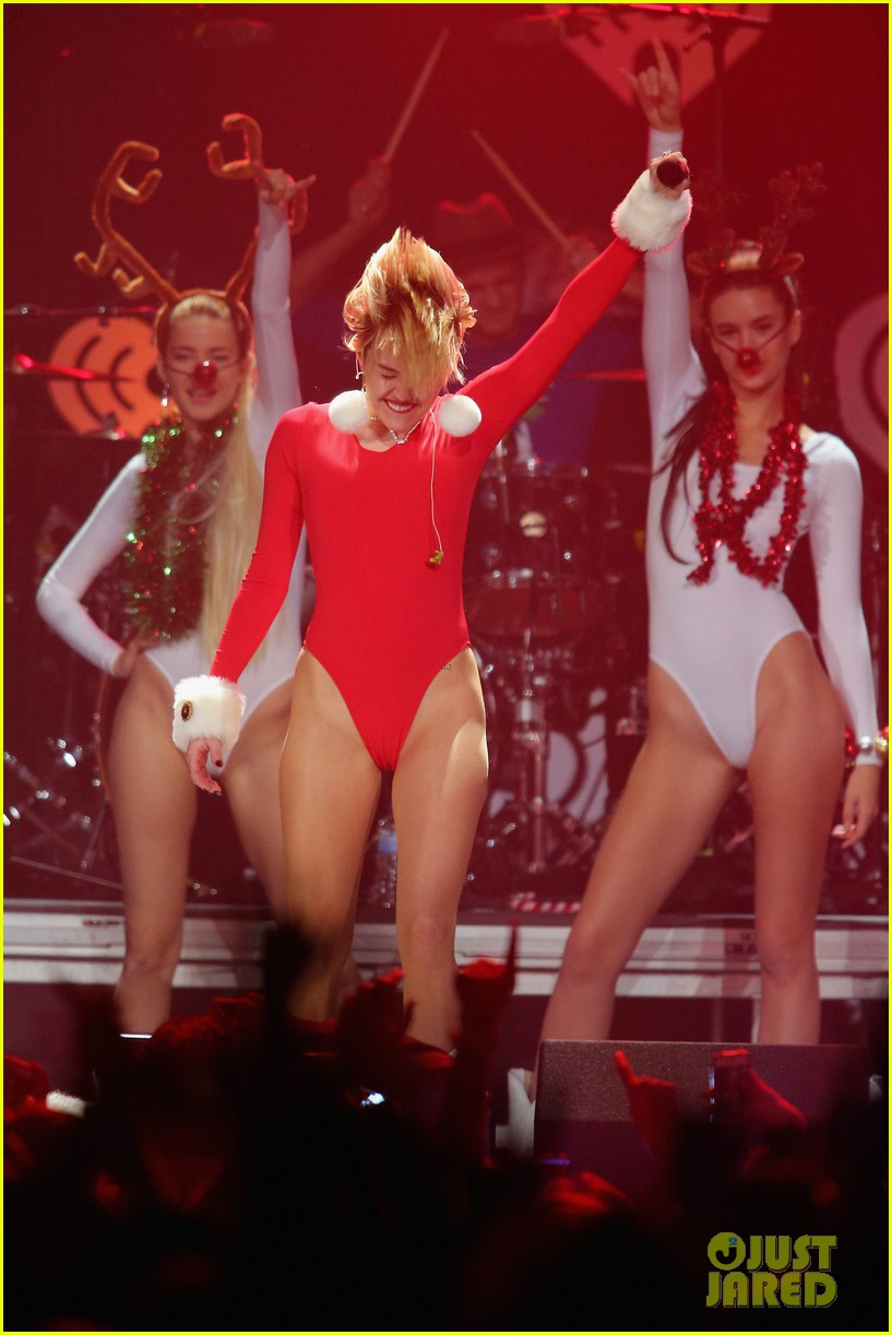 miley cyrus performs after being named artist of the year 30