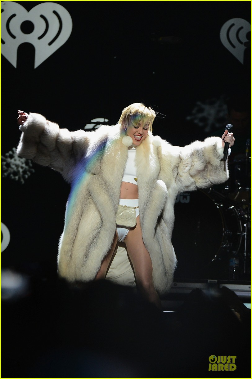 miley cyrus white hot for hot 995 jingle ball 2013 043013418