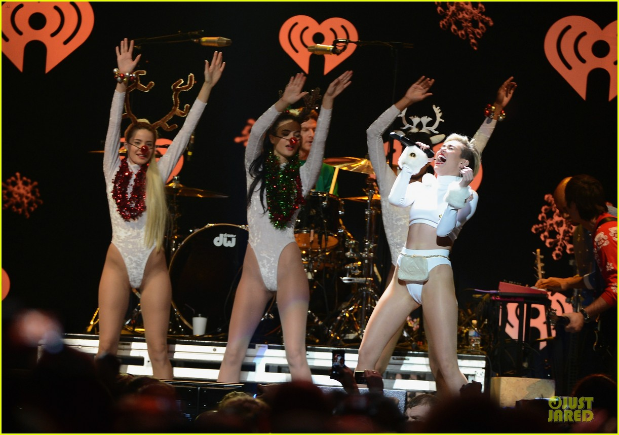 miley cyrus white hot for hot 995 jingle ball 2013 07