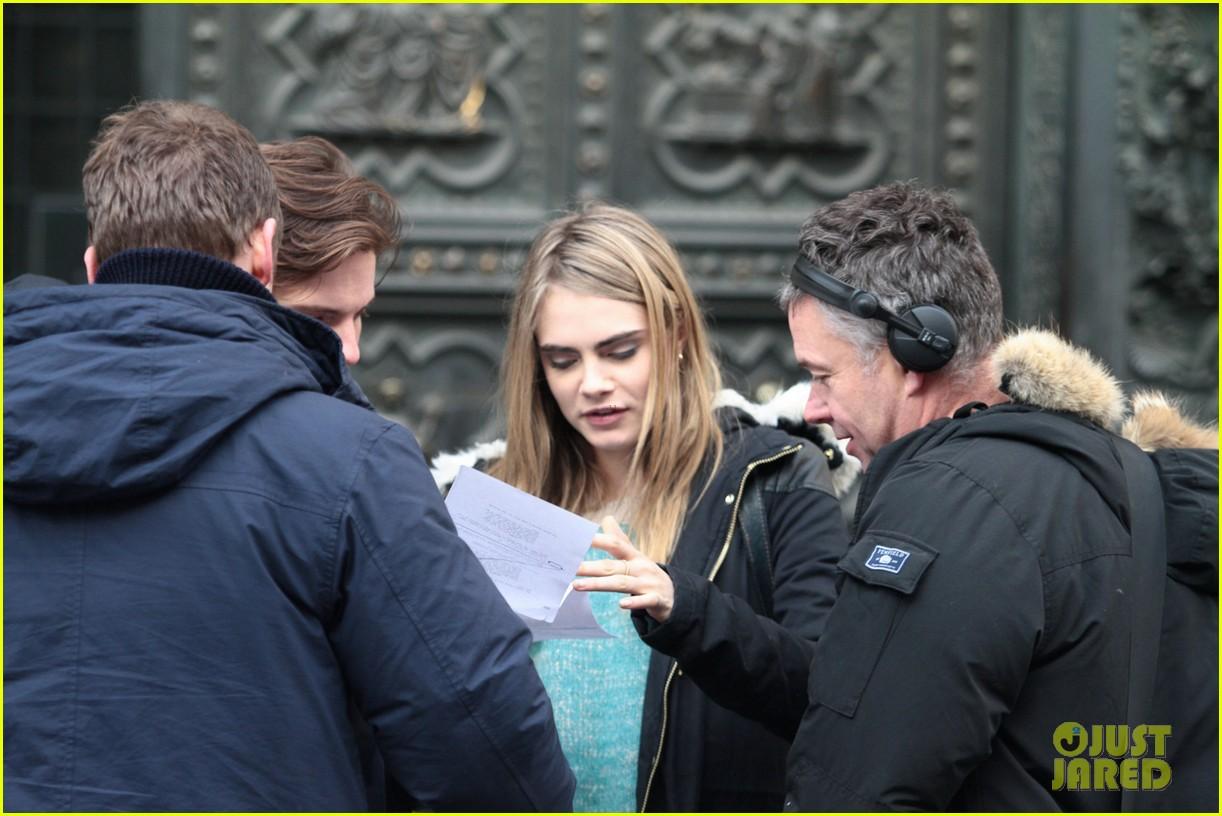 cara delevingne films a movie with daniel bruhl in italy 07