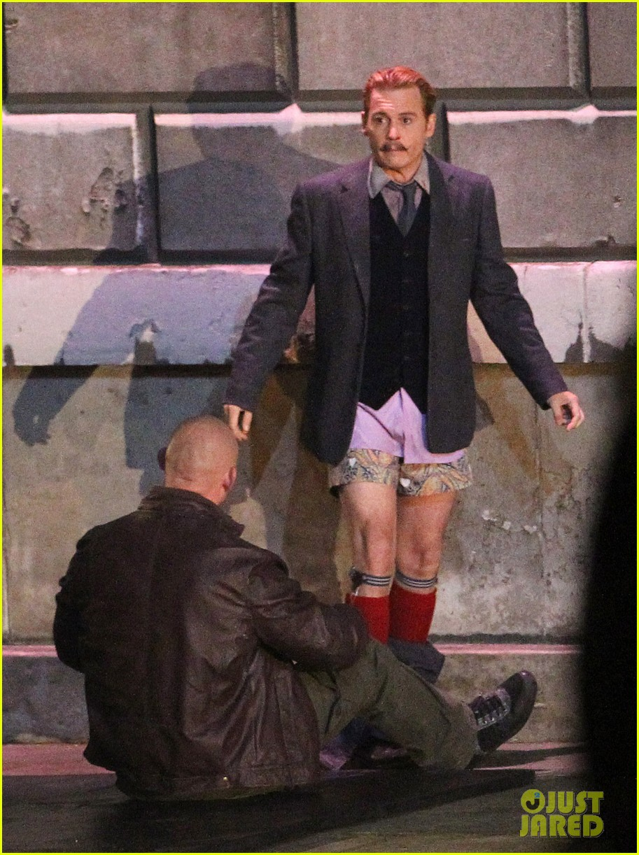 johnny depps pants fall to the ground while filming mortdecai 18