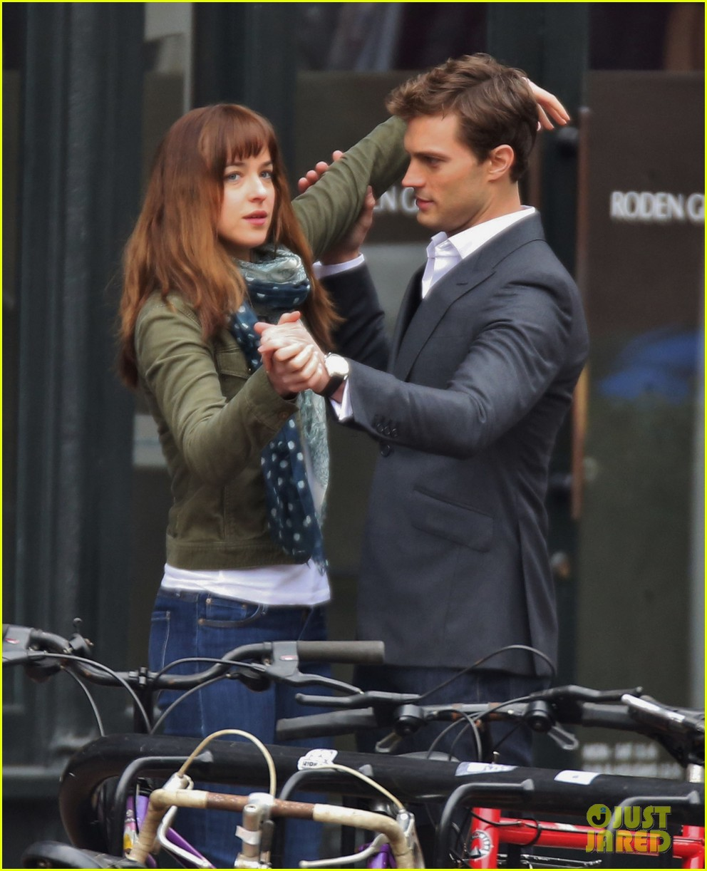 jamie dornan dakota johnson dance for fifty shades of grey 04