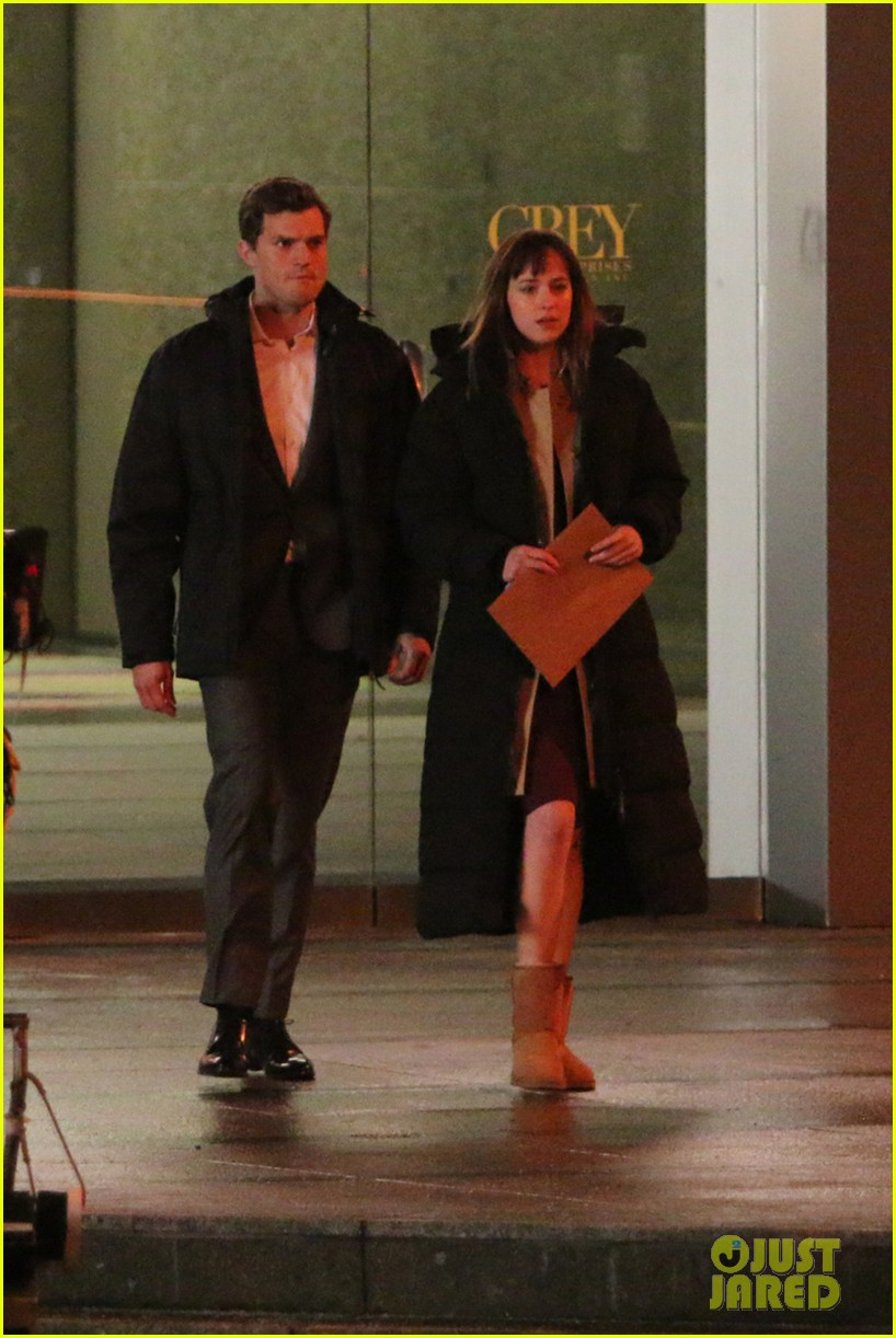 jamie dornan dakota johnson fifty shades of grey night rehearsal 01