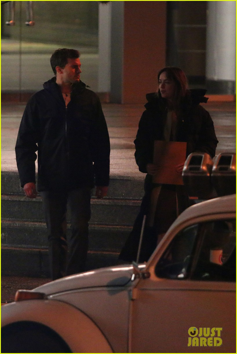 jamie dornan dakota johnson fifty shades of grey night rehearsal 023008139