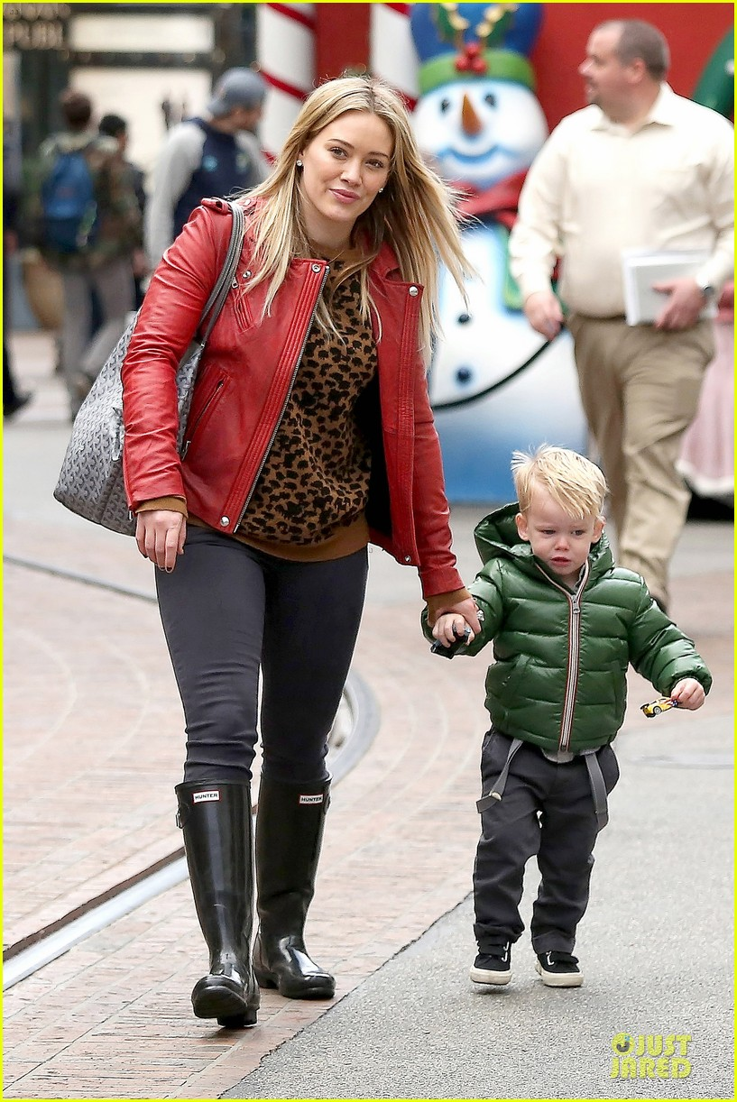 hilary duff santa claus visit with luca 15