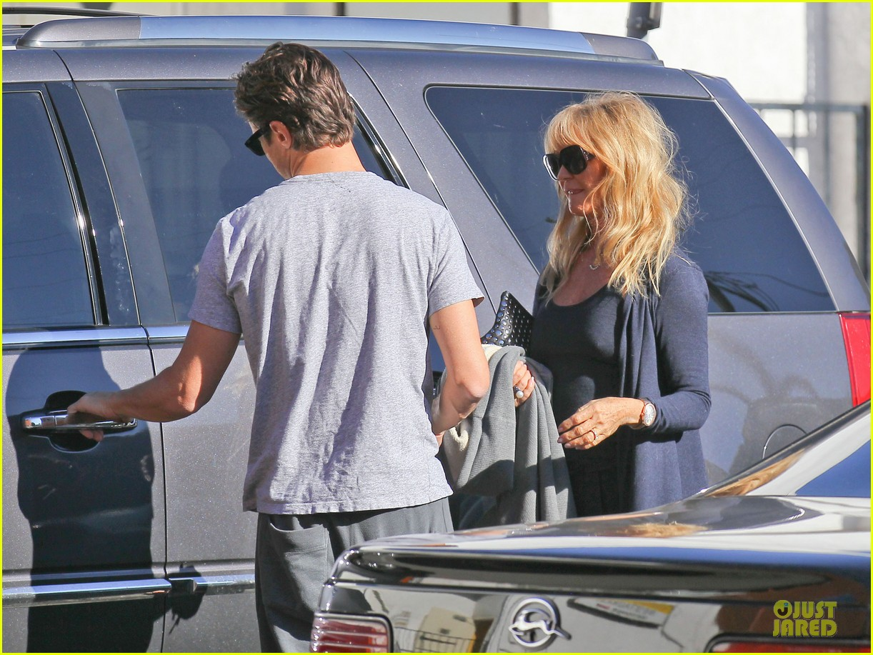josh duhamel axl early world cafe with goldie hawn 25