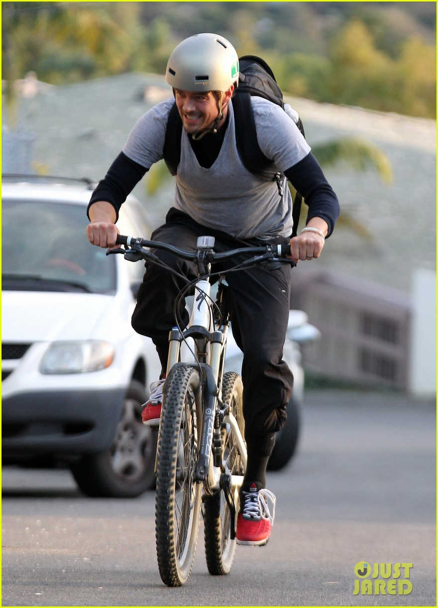 josh duhamel christmas tree shopping after trevorlive la 2013 08