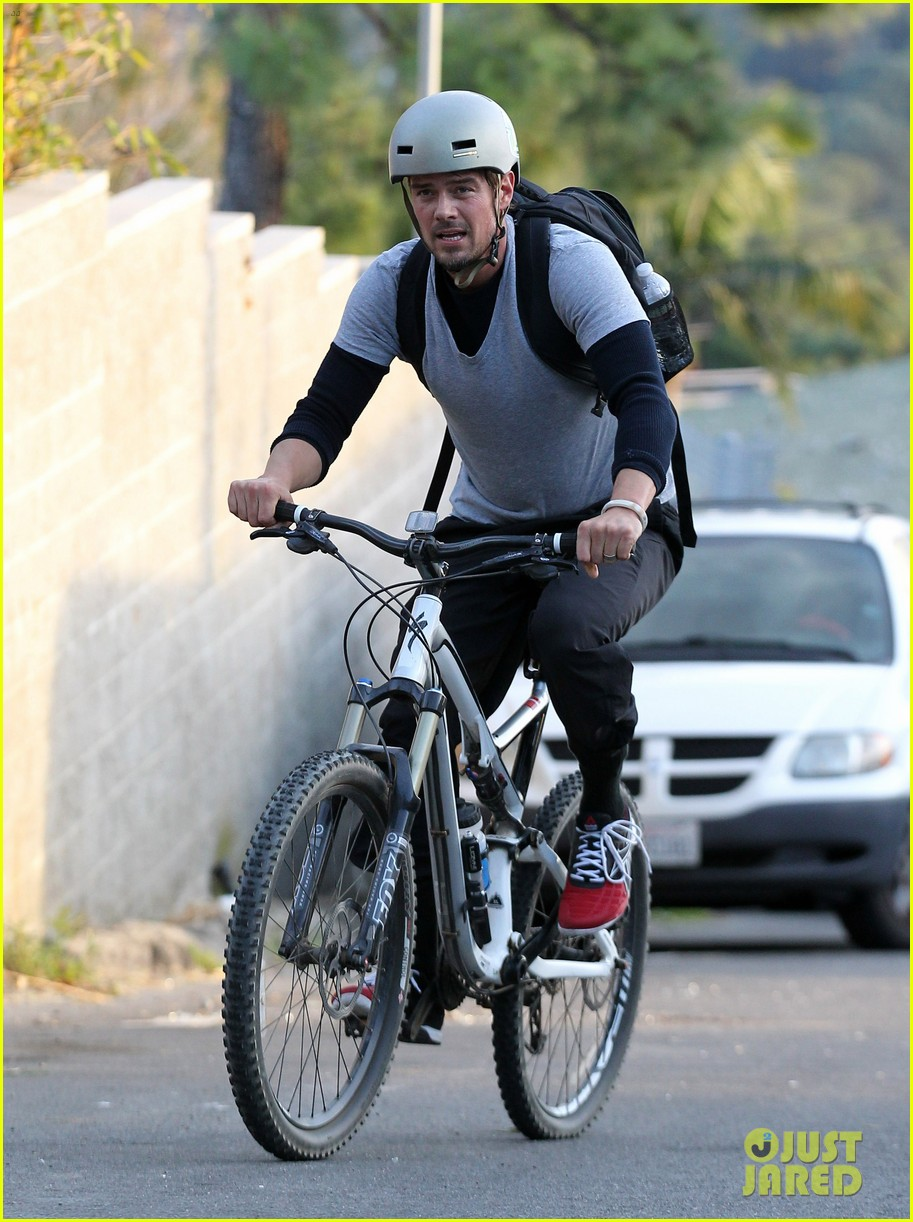 josh duhamel christmas tree shopping after trevorlive la 2013 09