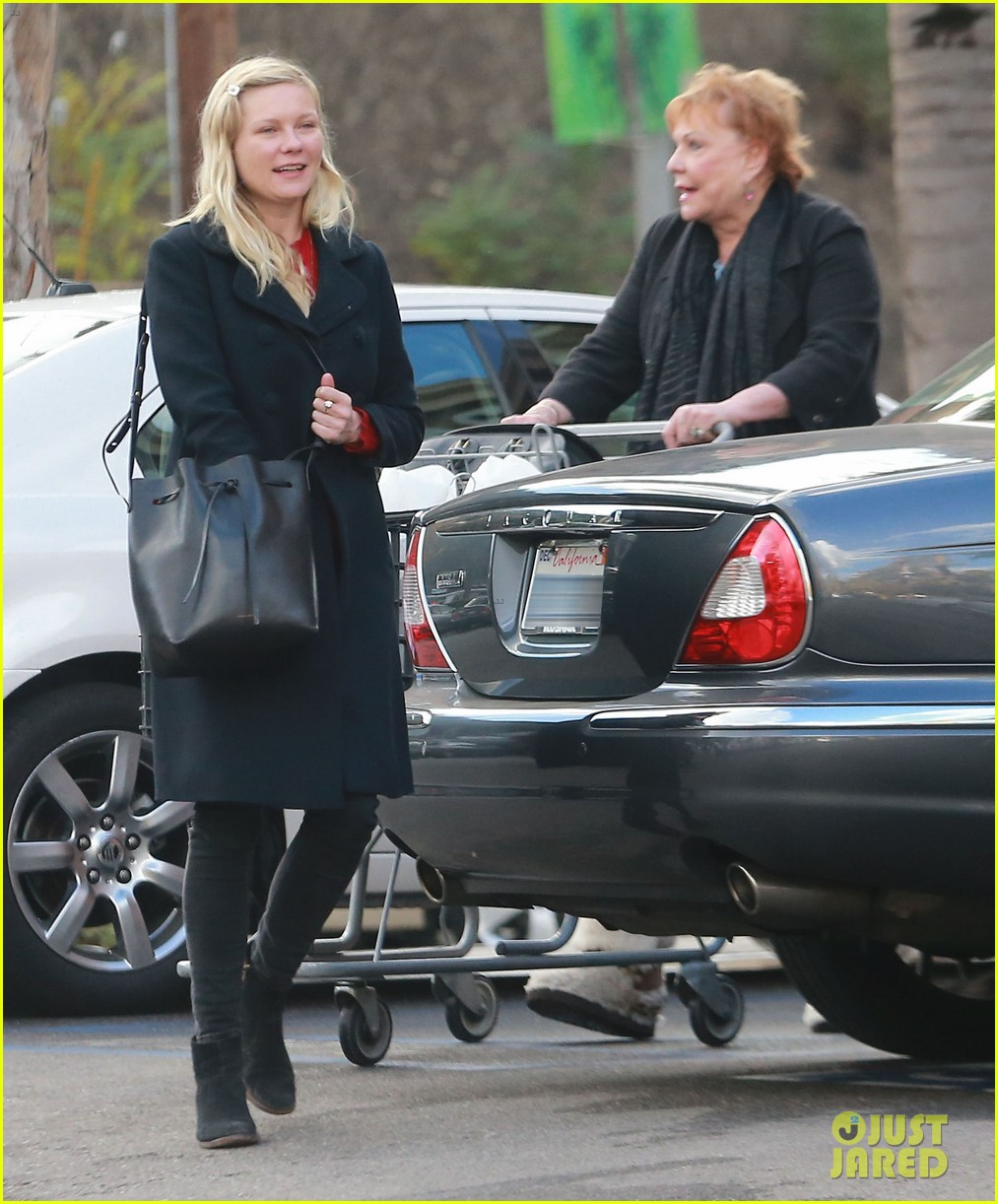 kirsten dunst saturday shopping mom inez 09