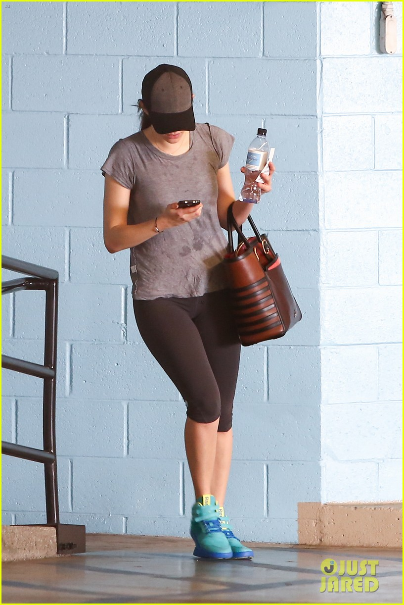 emmy rossum workout after long night rest 01